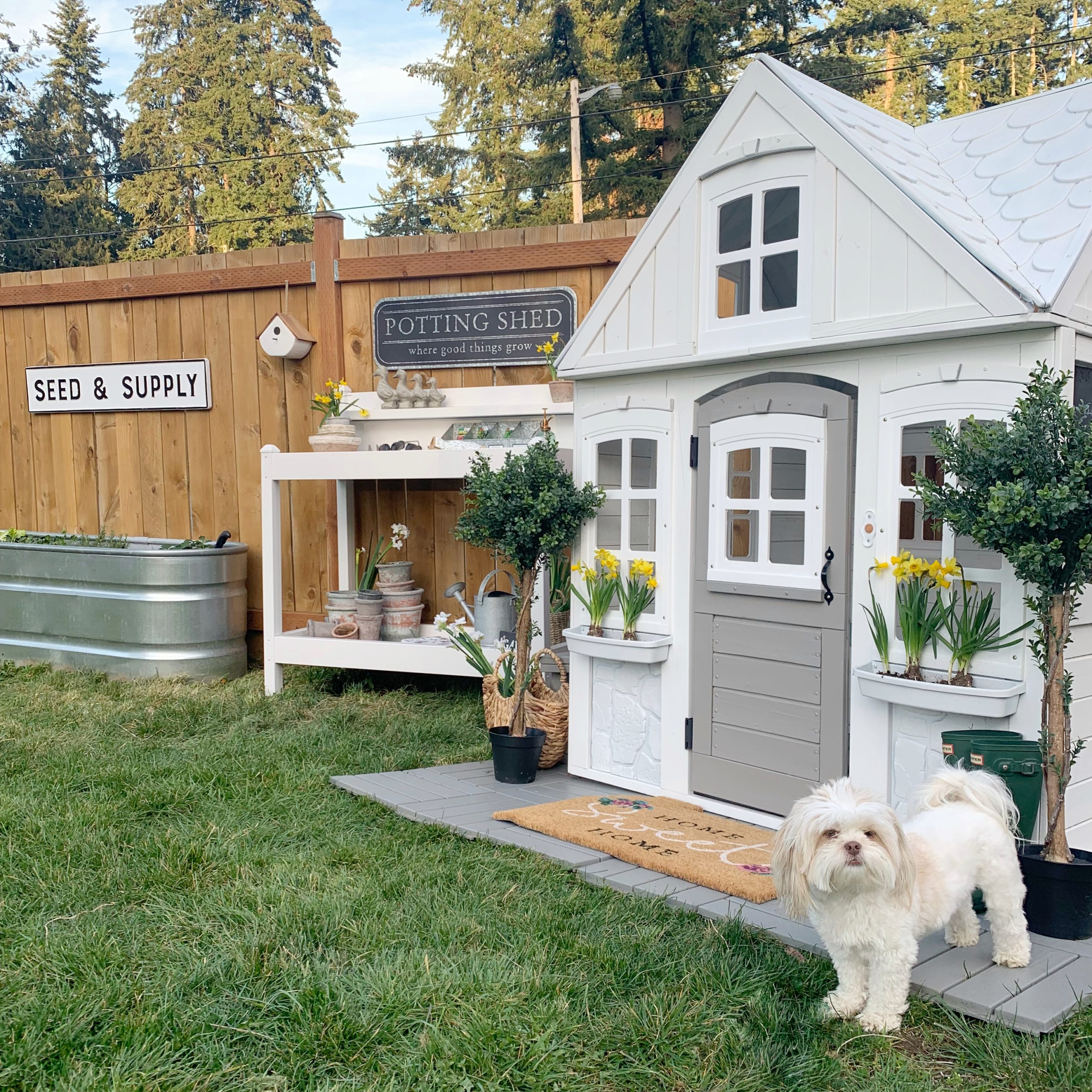 Playhouse Makeover: How to Paint a Playhouse
